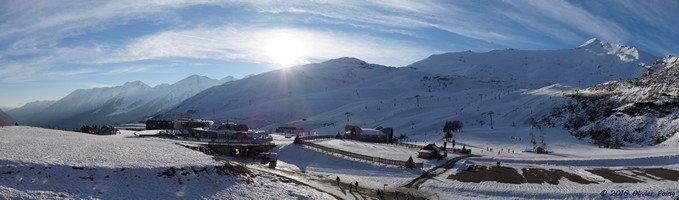 Vue imprenable sur la station et le domaine skiable de Piau